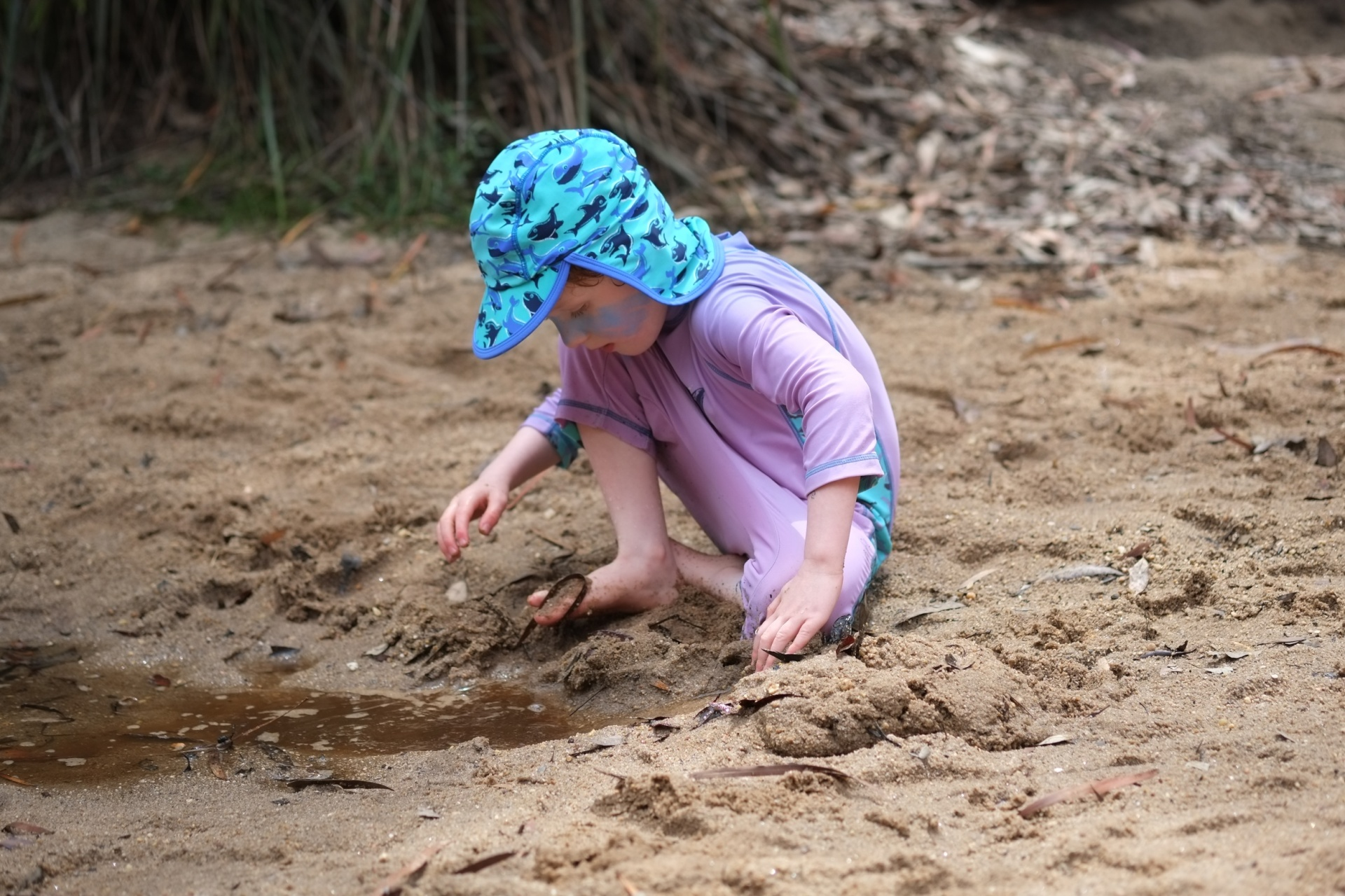 Digging in the sand at Jellybean pool - Fujifilm X-E1 + XF60mmF2.4 Macro