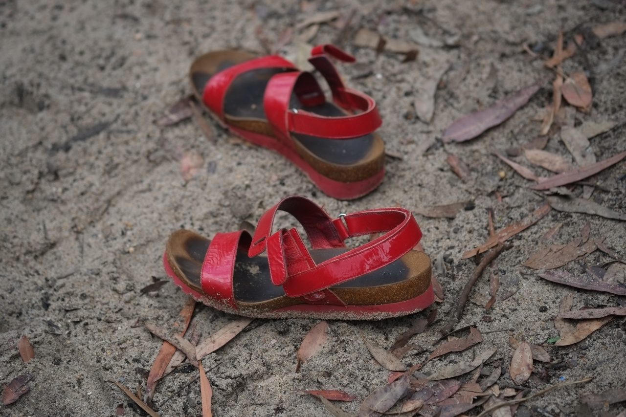 Red shoes at Jellybean pool - Fujifilm X-E1 + XF60mmF2.4 Macro