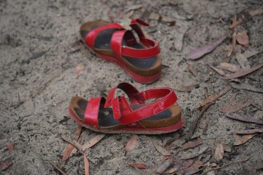 Red shoes at Jellybean pool - Fujifilm X-E1 + XF60mmF2.4 Macro